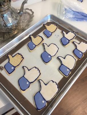 facebook-like-sugar-cookie